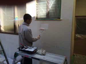 漆喰の下塗り作業